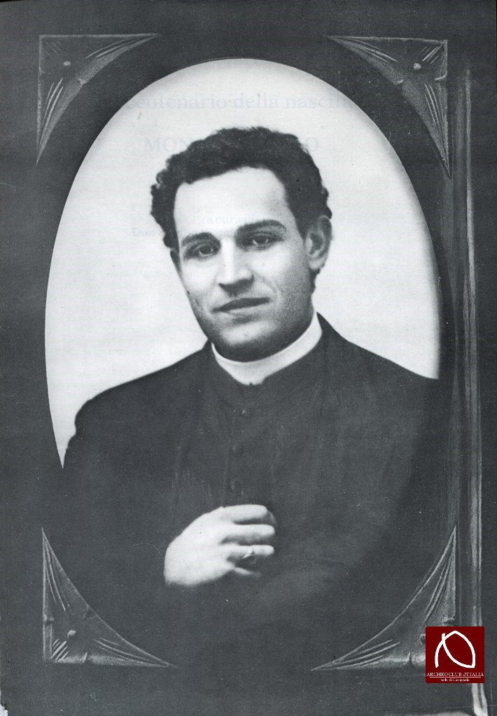 La Foto è tratta da : AA.VV., Don Antonio Palladino – Commemorazioni, ricerche e documenti nel centenario della nascita, a cura di Don Sabino Cianci e Carlo Forcella, Foggia, 1983.